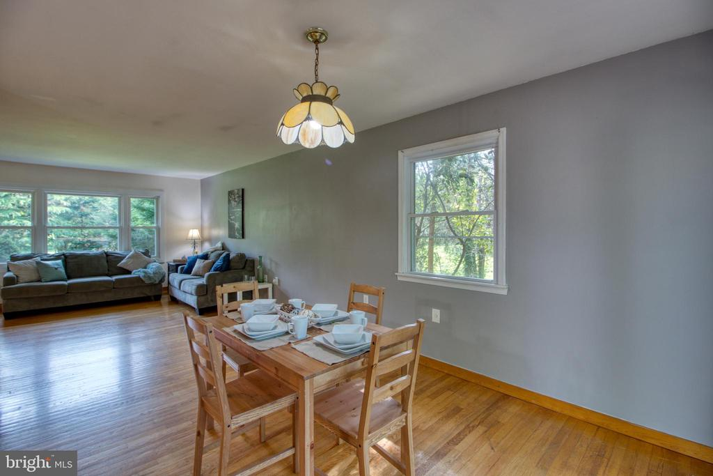 Large dining area - 19355 YOUNGS CLIFF RD, STERLING