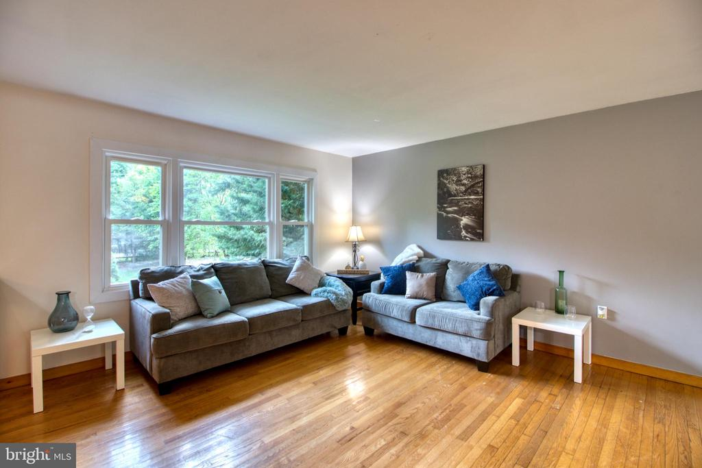 Brilliant hardwood floors! - 19355 YOUNGS CLIFF RD, STERLING