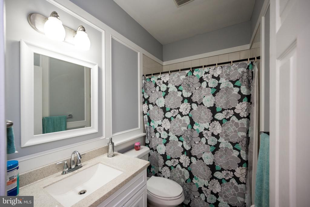 Bathroom Main - 6100 MUNSON HILL RD, FALLS CHURCH