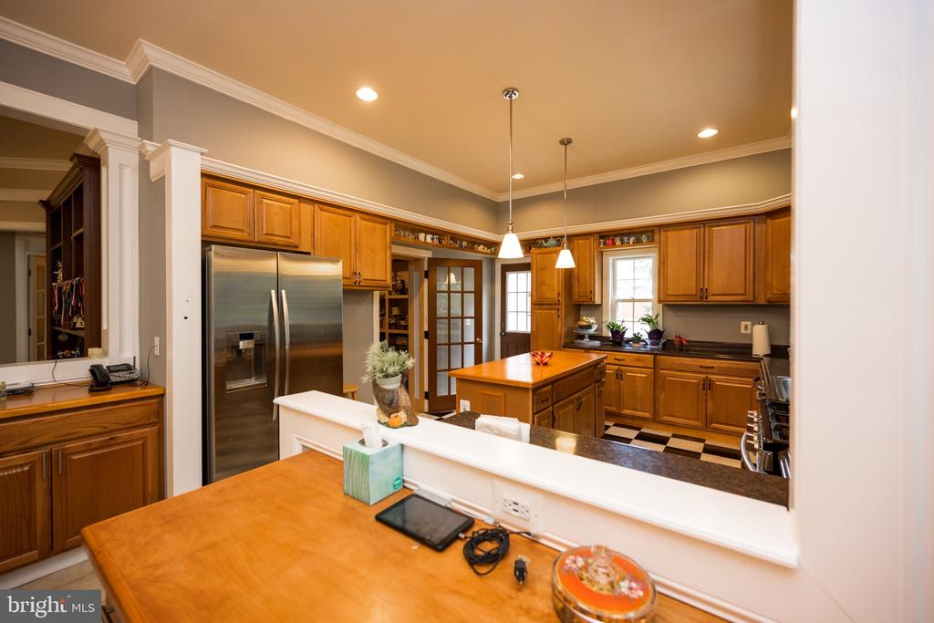 Kitchen with walk-in Pantry - 6100 MUNSON HILL RD, FALLS CHURCH