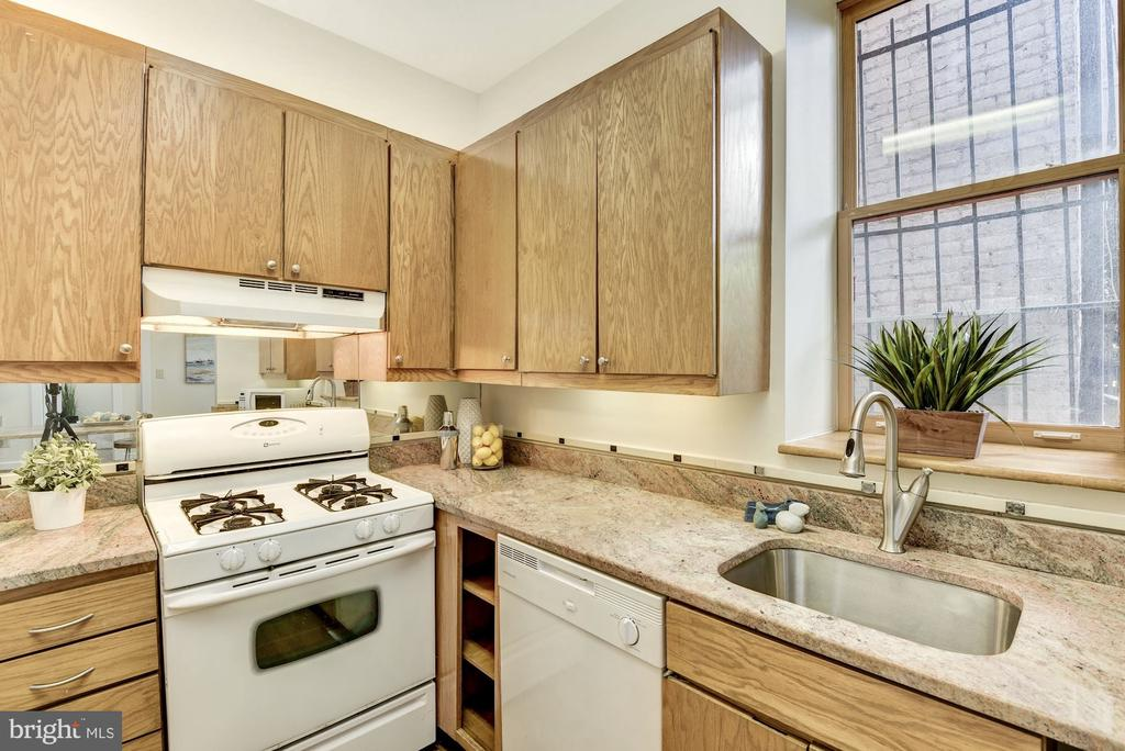 Kitchen with granite countertops - 1731 T ST NW #2, WASHINGTON