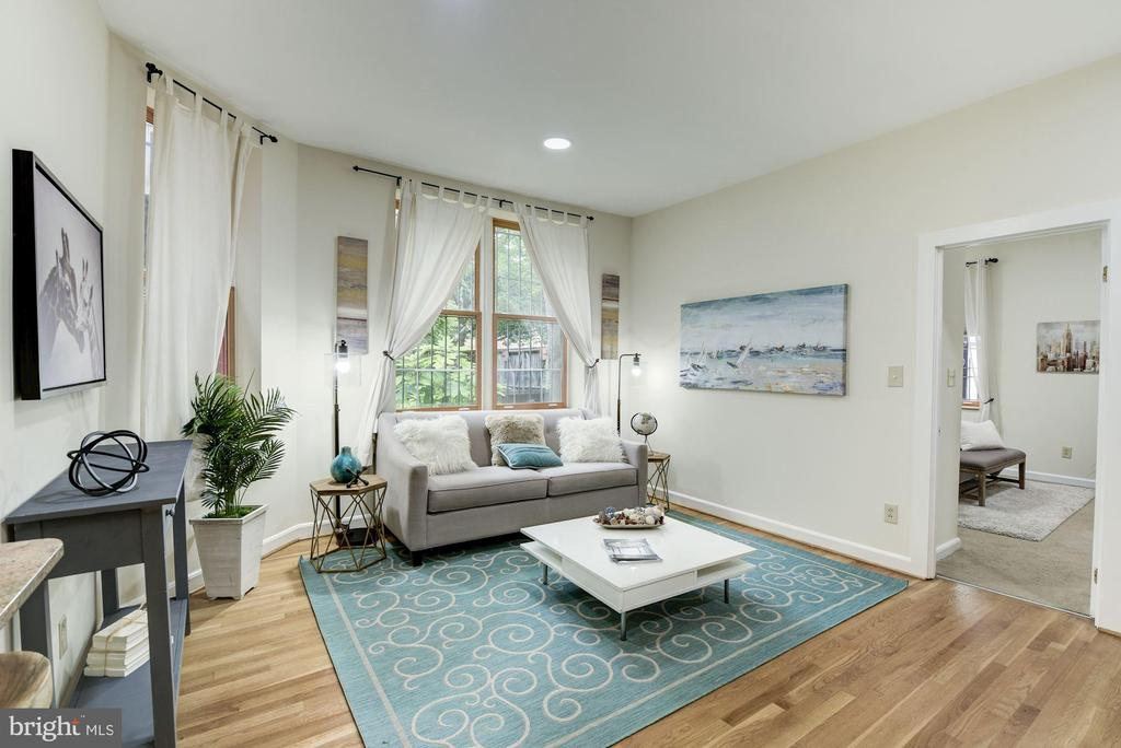 Big and bright living room - 1731 T ST NW #2, WASHINGTON