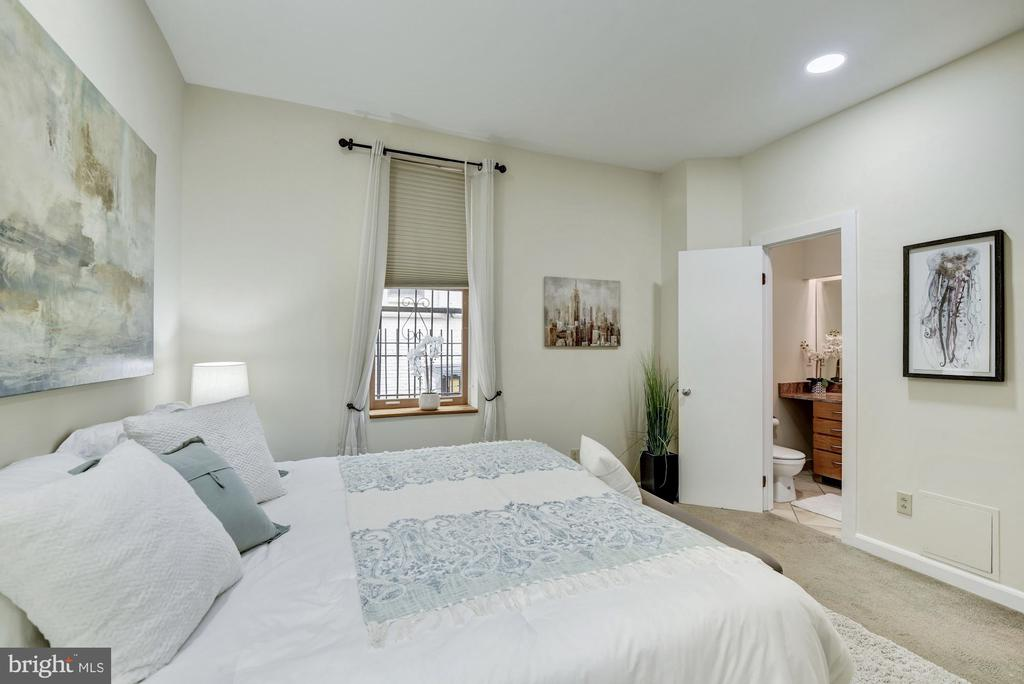 Bedroom with attached master bath - 1731 T ST NW #2, WASHINGTON