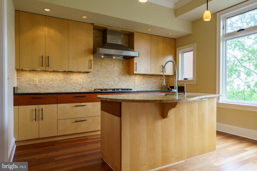 Two Tone High-end Cabinetry - 1324 FAIRMONT ST NW #B, WASHINGTON