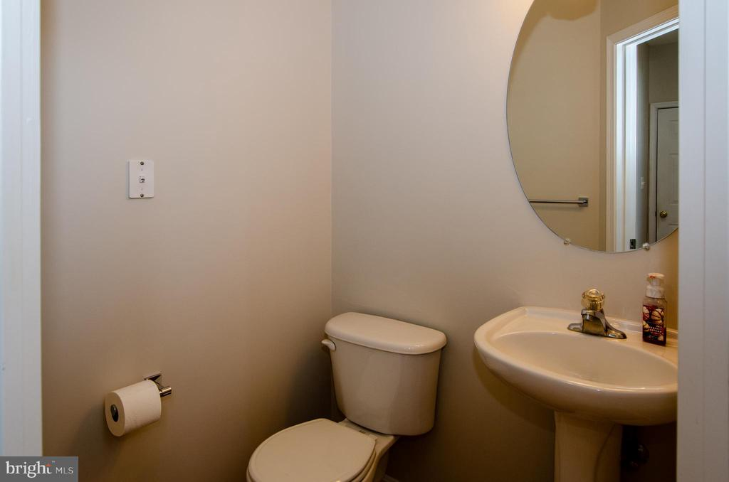 Half bath main level - 13652 MOUNTAIN RD, HILLSBORO