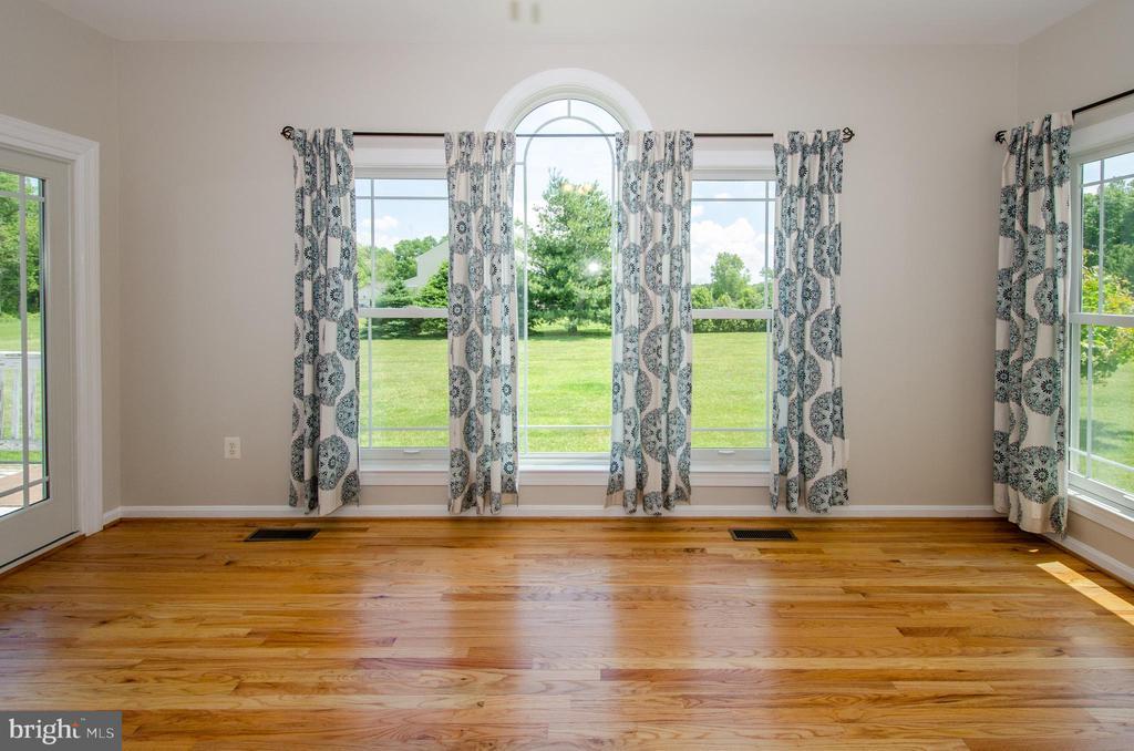 Fabulous Morning Room just off Kitchen - 13652 MOUNTAIN RD, HILLSBORO