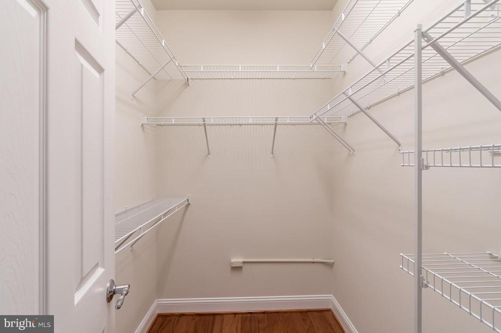 Large walk-in closet in master bedroom - 20441 ISLAND WEST SQ, ASHBURN
