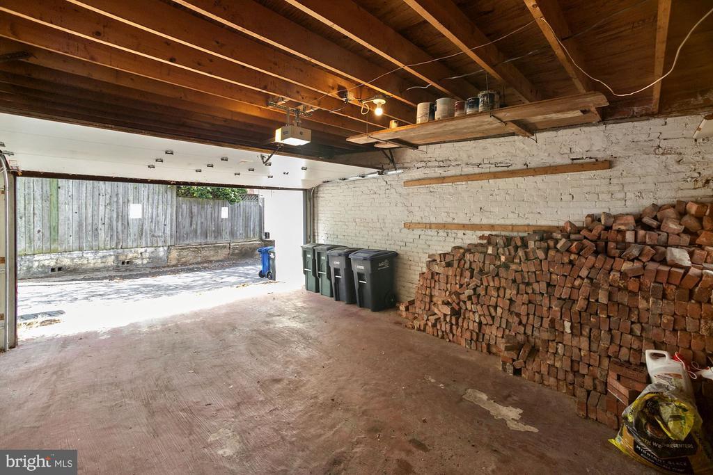 Plenty of Room for Vehicle and Storage - 125 D ST SE, WASHINGTON