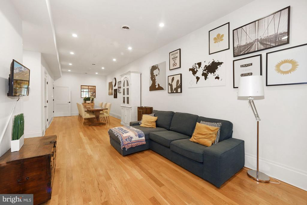 Family Room Space - 125 D ST SE, WASHINGTON