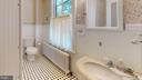 Hall bath - 550 READING AVE, ROCKVILLE