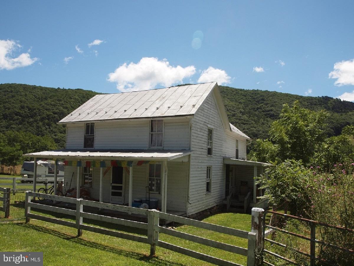 Single Family Homes pour l Vente à Circleville, Virginie-Occidentale 26804 États-Unis