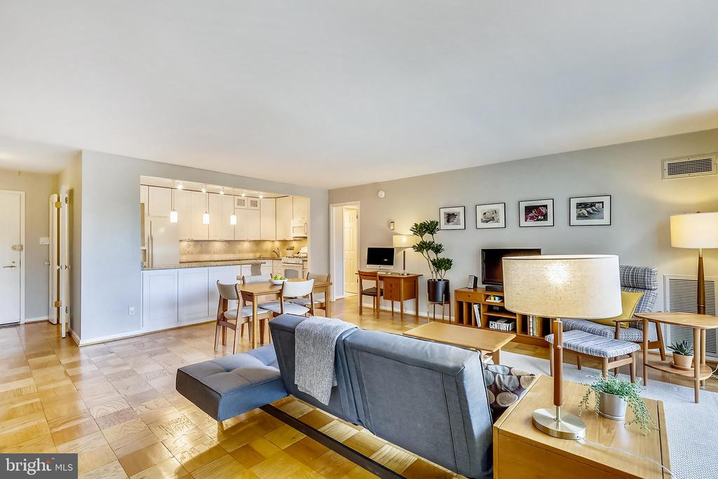 Spacious family room, open to the kitchen - 4620 N PARK AVE #608W, CHEVY CHASE