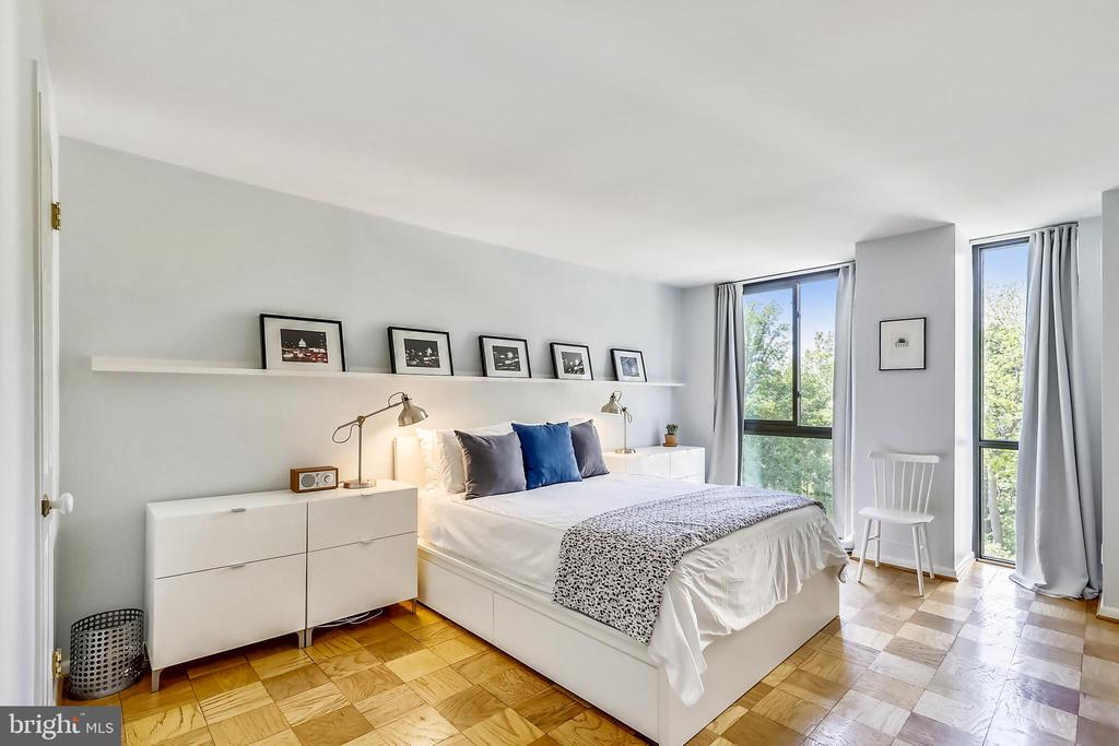 Large master bedroom with floor-to-ceiling windows - 4620 N PARK AVE #608W, CHEVY CHASE
