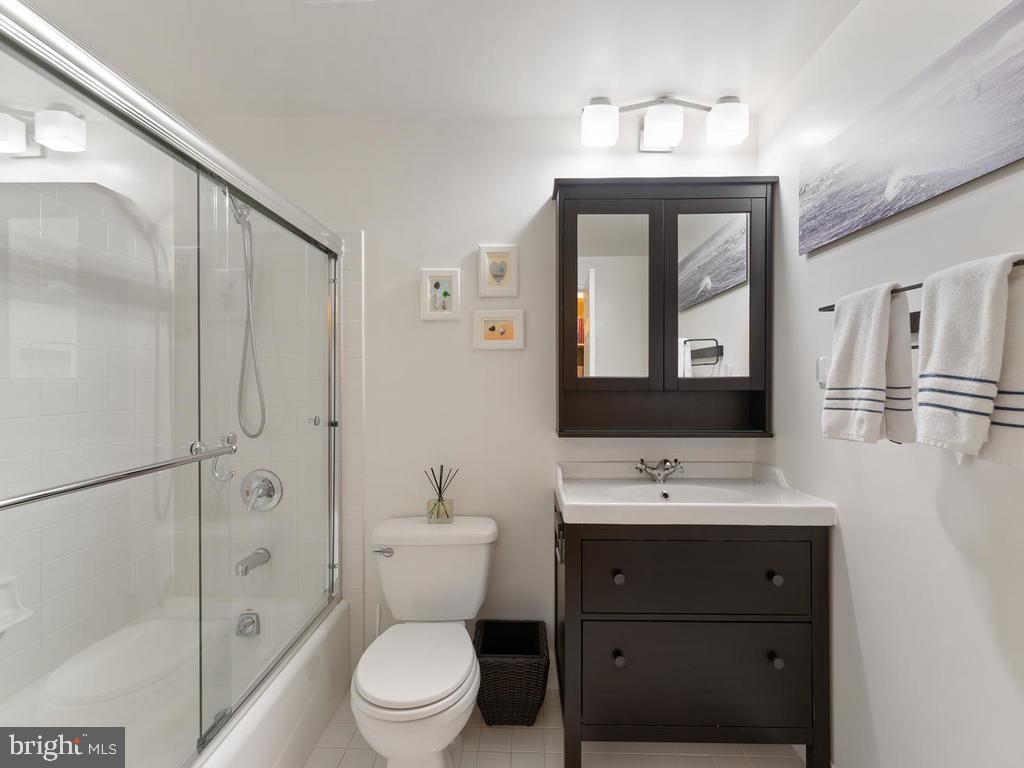Basement full bath, 4th full bathroom, renovated - 1518 THURBER ST, HERNDON