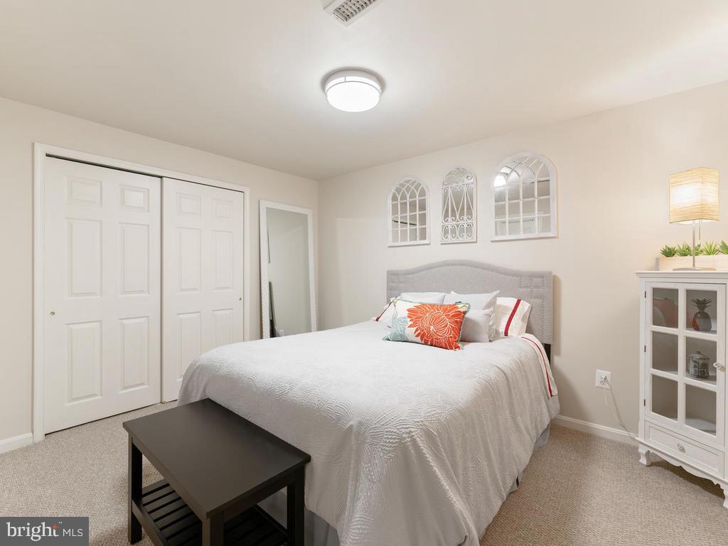 Basement bedroom, 6th  bedroom int the house - 1518 THURBER ST, HERNDON