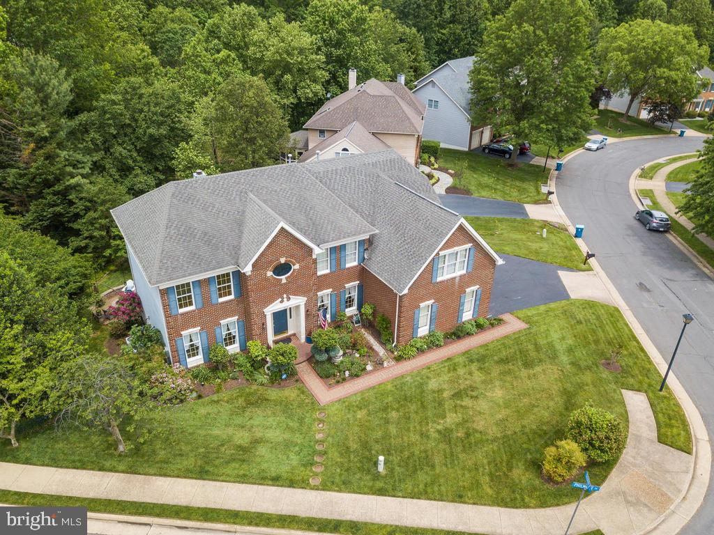 Backs to nothing but trees and trails - 1518 THURBER ST, HERNDON