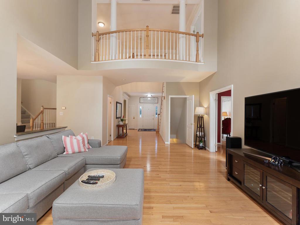 Two story family room - 1518 THURBER ST, HERNDON