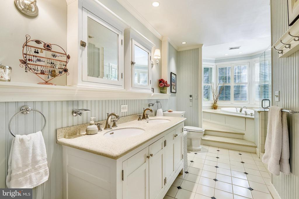 Masterbath with double vanities and heated floor - 1002 MOSS HAVEN CT, ANNAPOLIS