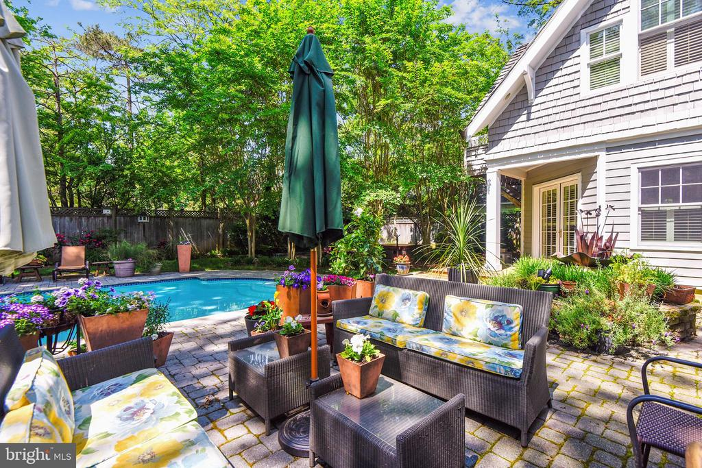 Plenty of sun for potted plants and tomatoes - 1002 MOSS HAVEN CT, ANNAPOLIS