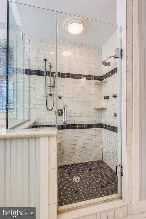 Shower in upper level bathroom - 1002 MOSS HAVEN CT, ANNAPOLIS