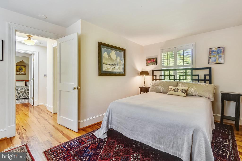Hardwood floors on upper level - 1002 MOSS HAVEN CT, ANNAPOLIS