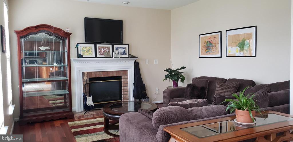 Family room - 5164 TIVERTON CT, FREDERICK