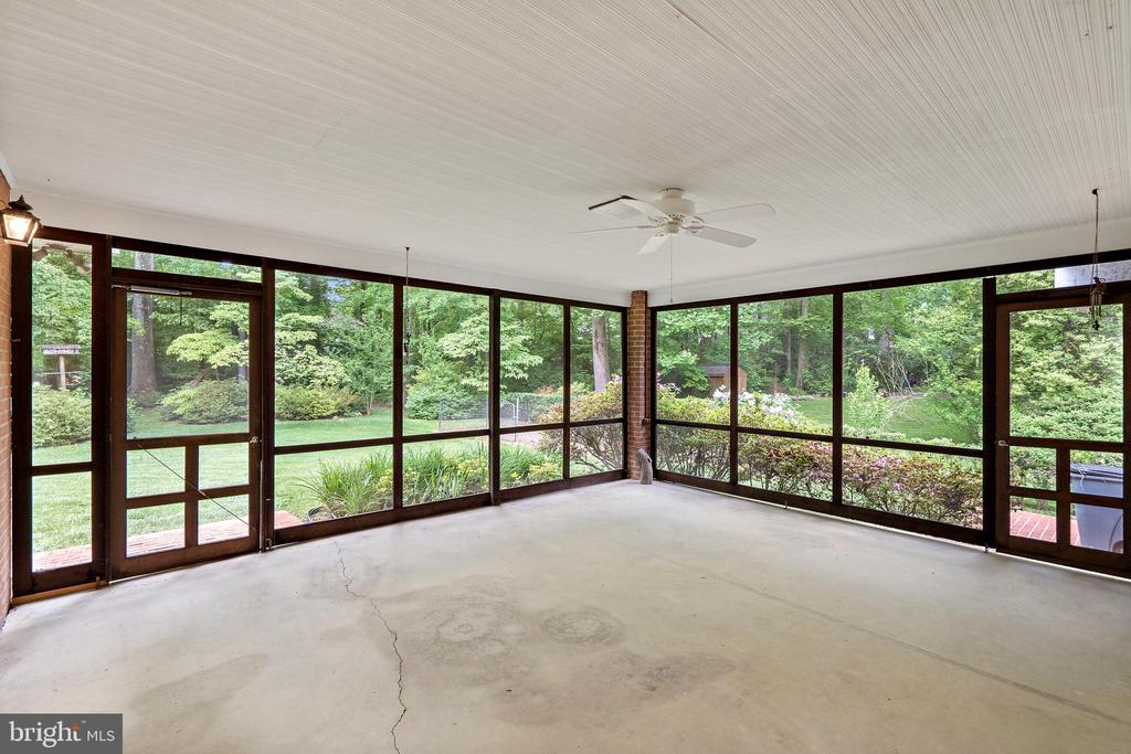 Screened-In Porch - 7413 SHENANDOAH AVE, ANNANDALE