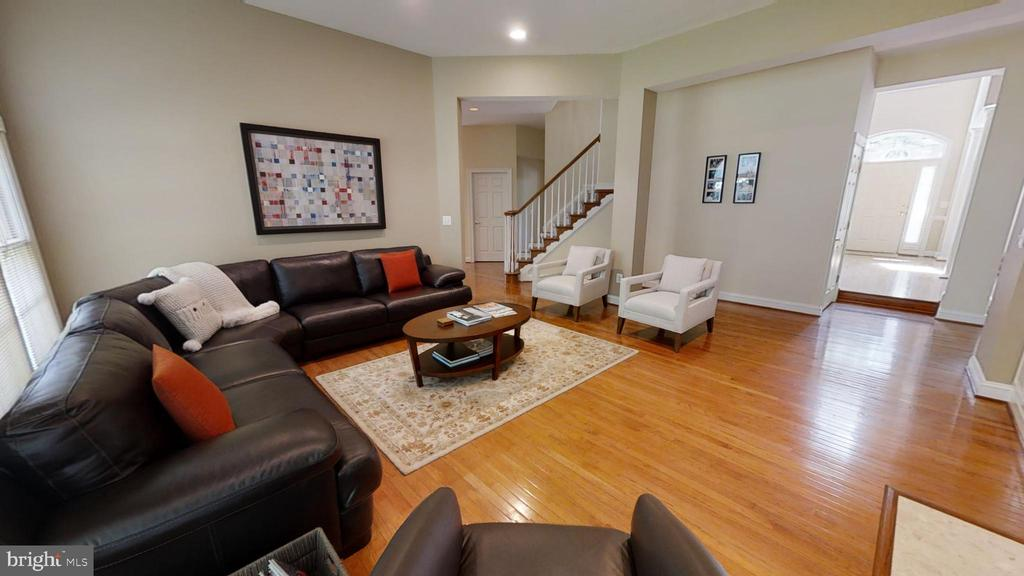 hardwood floors on main level - 47320 MIDDLE BLUFF PL, STERLING