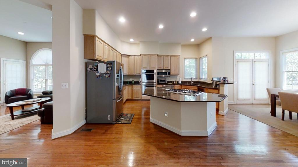 open floor plan for large entertaining - 47320 MIDDLE BLUFF PL, STERLING