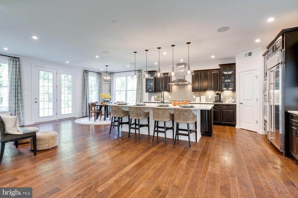 Grand Morning Room & kitchen - 104 PENDER CT, FREDERICKSBURG