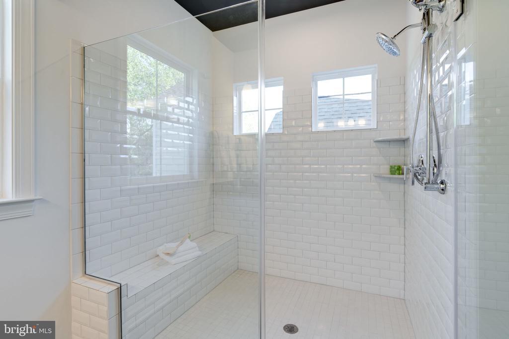 Ultra Spa Shower - 104 PENDER CT, FREDERICKSBURG