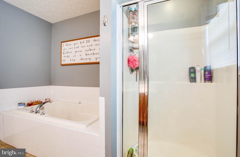 Soaking Tub & Separate Shower - 35335 RIVER BEND DR, LOCUST GROVE