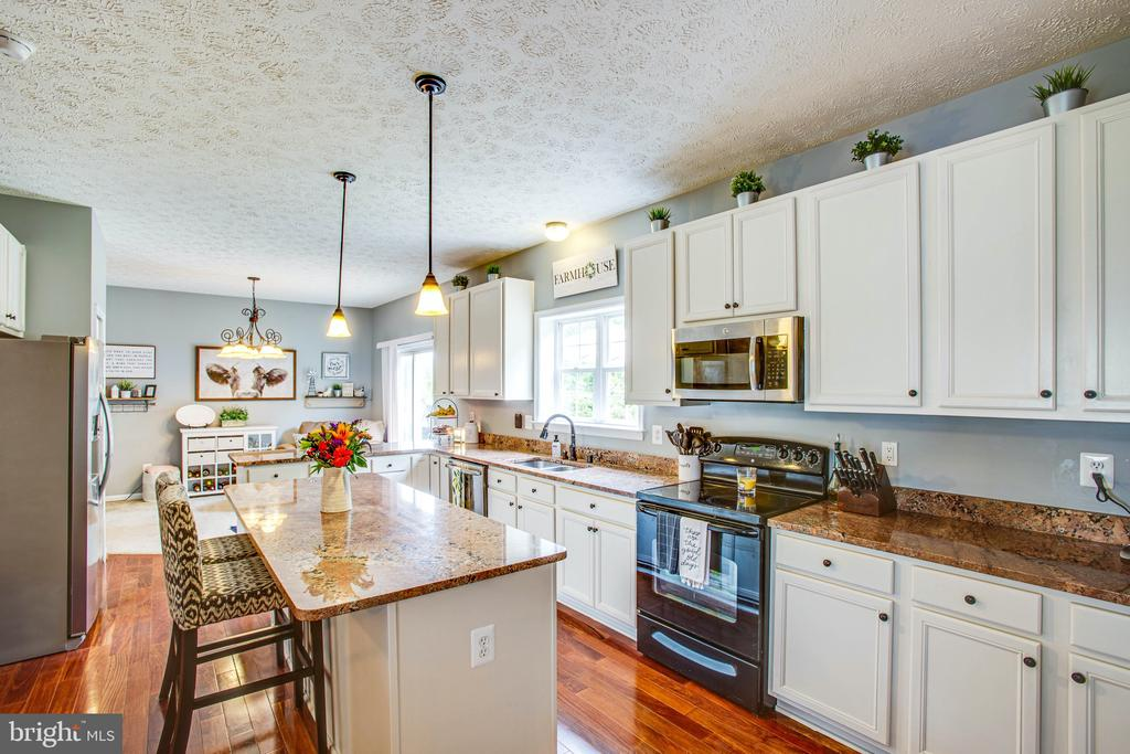 White Cabinets, Updated Lighting, SS Appliances - 35335 RIVER BEND DR, LOCUST GROVE