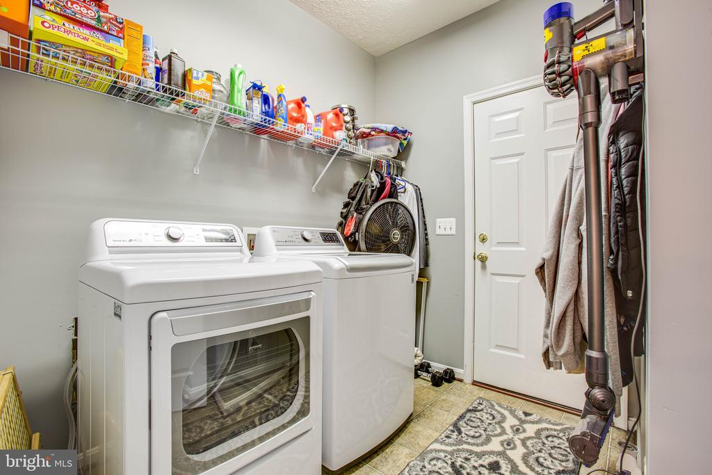 Separate Laundry/Mud Room Off Kitchen - 35335 RIVER BEND DR, LOCUST GROVE