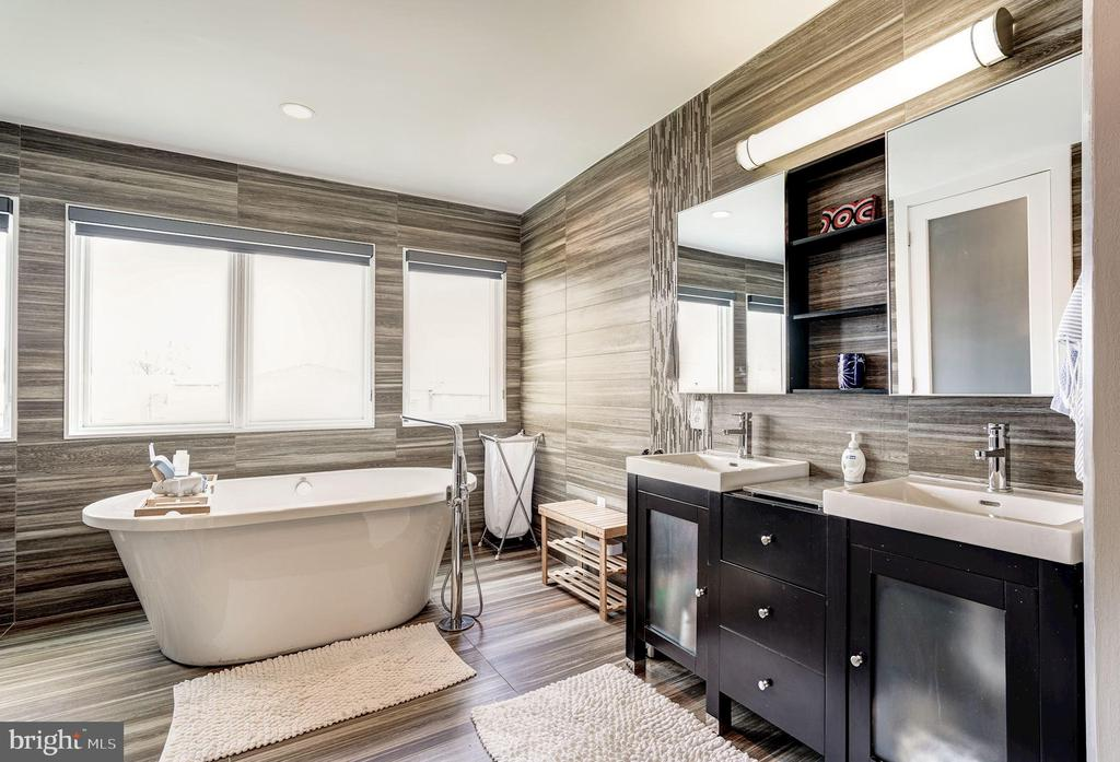 Master Bath - 747 MORTON ST NW #2, WASHINGTON