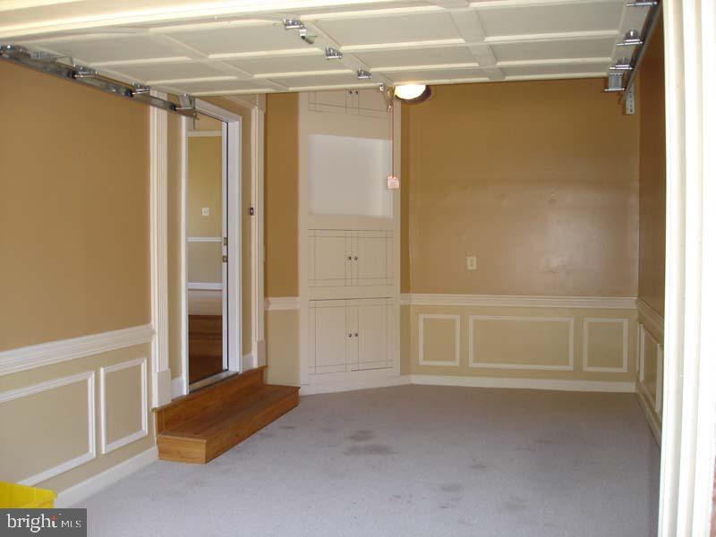 Finished garage... - 6061 ESTATES DR, ALEXANDRIA