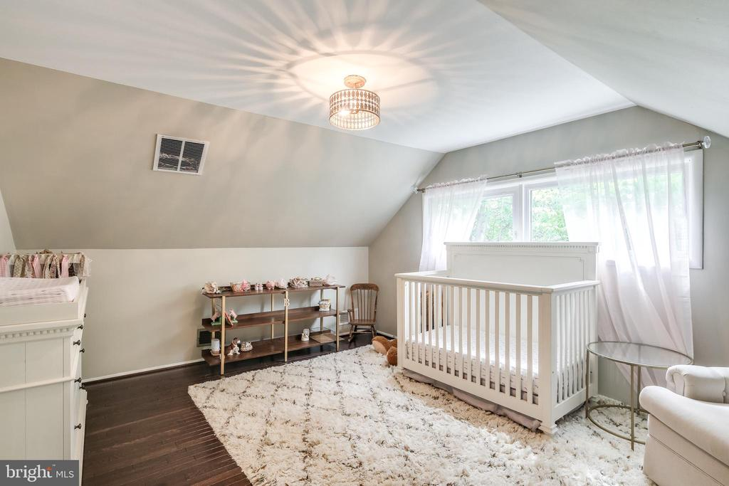 Charming bedroom with hardwood flooring - 322 MT VERNON PL, ROCKVILLE