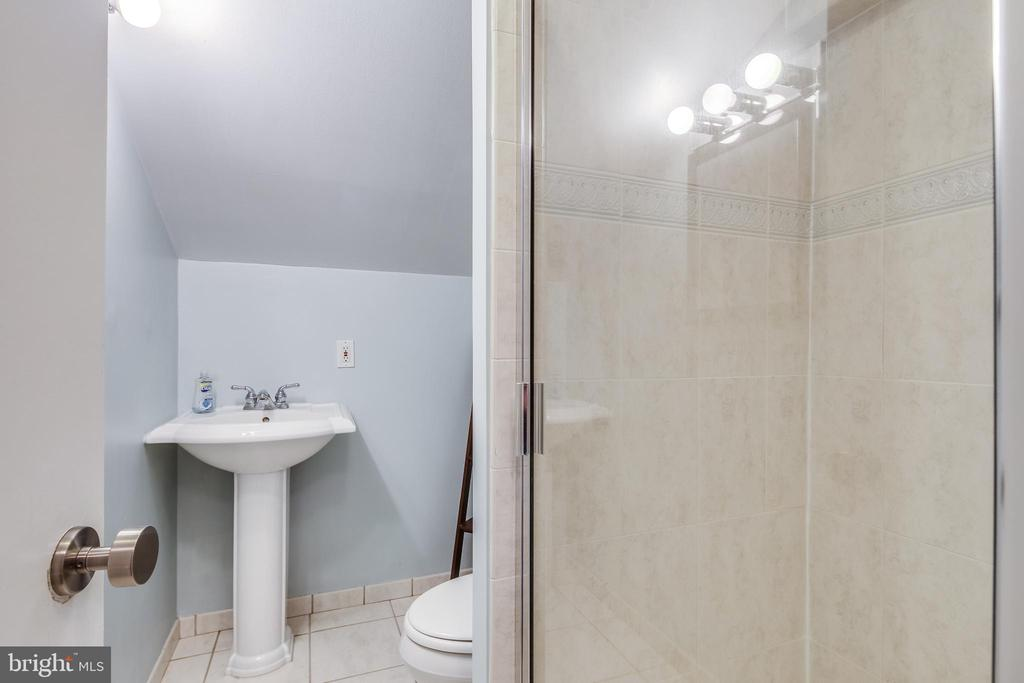 3rd newly updated full bath - 322 MT VERNON PL, ROCKVILLE