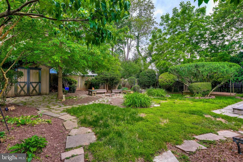 Peaceful backyard paradise - 322 MT VERNON PL, ROCKVILLE