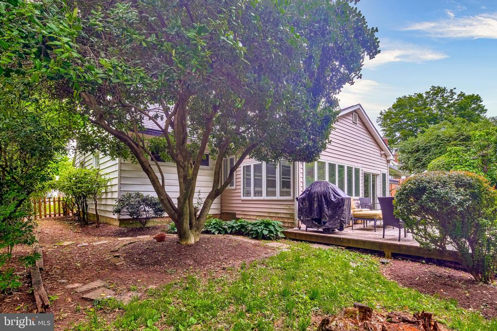 Expansive back yard with shed - 322 MT VERNON PL, ROCKVILLE