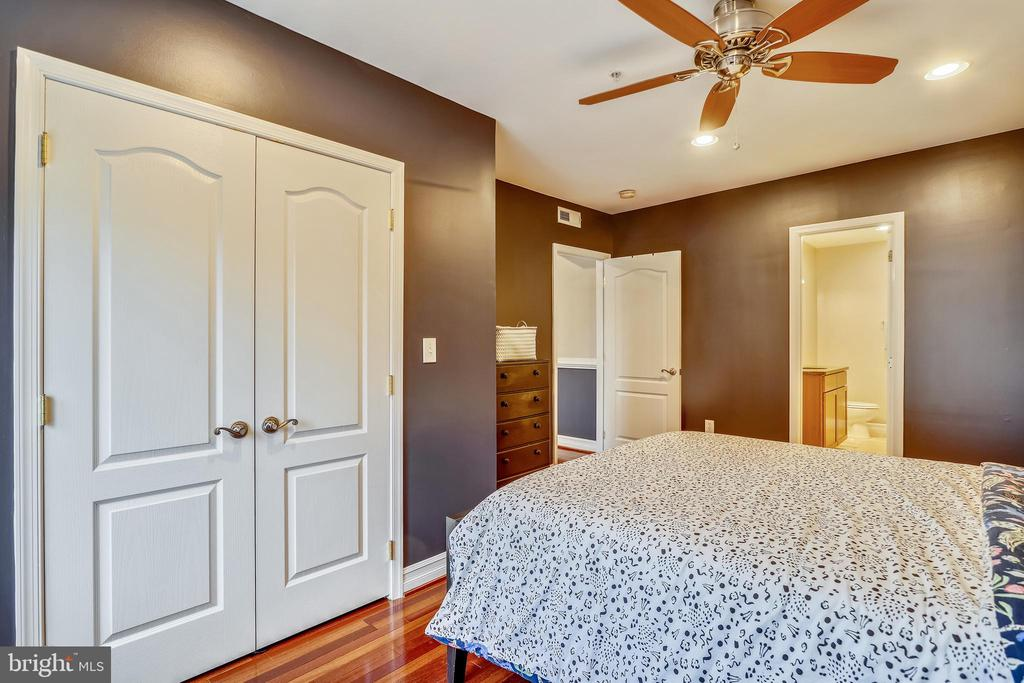 Large master off living room with attached bath - 1321 EUCLID ST NW #302, WASHINGTON