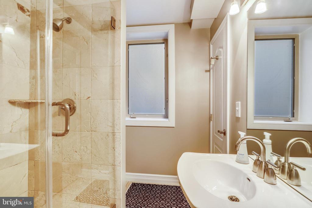 Full bath accessible from entrance and bedroom 1 - 1321 EUCLID ST NW #302, WASHINGTON