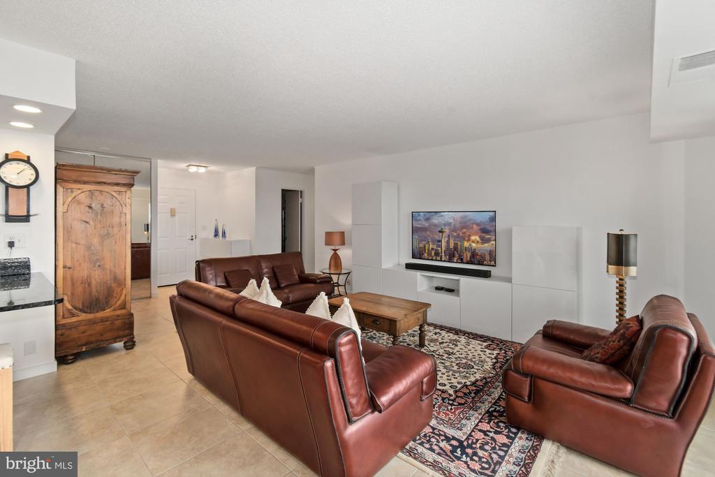 Living room - 5902 MOUNT EAGLE DRIVE #1505, ALEXANDRIA
