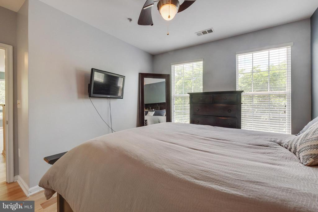 MASTER BEDROOM - 801 S GREENBRIER ST #221, ARLINGTON