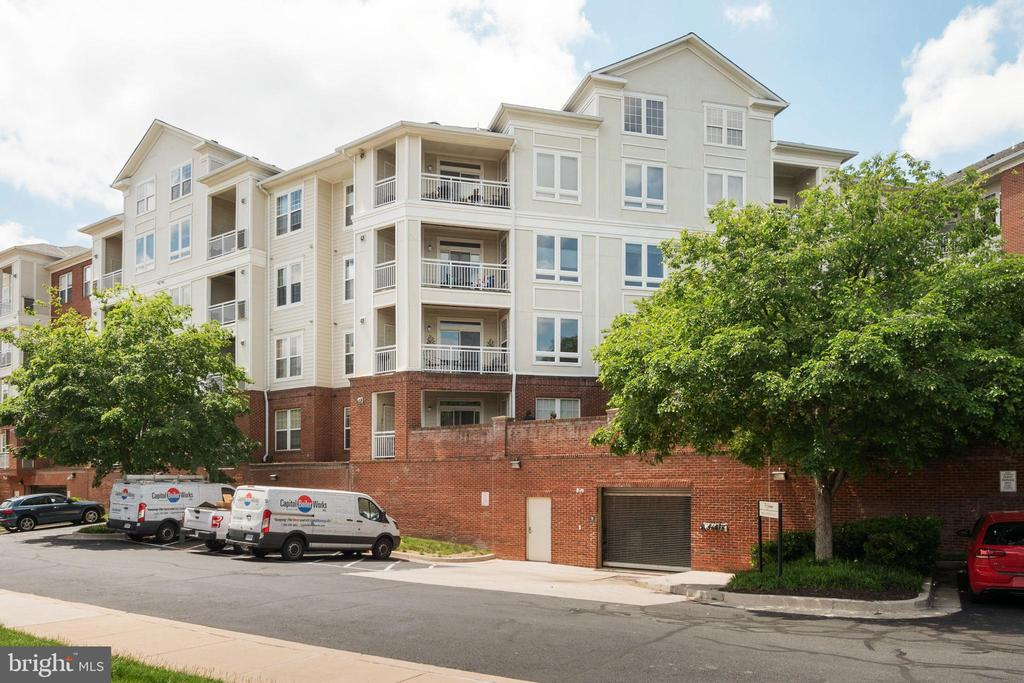 BUILDING - 801 S GREENBRIER ST #221, ARLINGTON