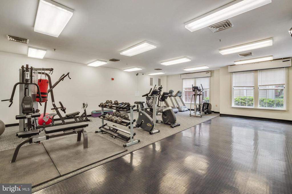 FITNESS CENTER - 801 S GREENBRIER ST #221, ARLINGTON