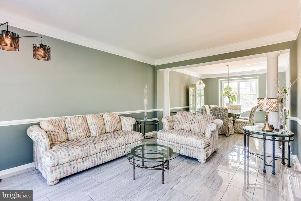 Open living and dining room is ready for - 22766 OATLANDS GROVE PL, ASHBURN