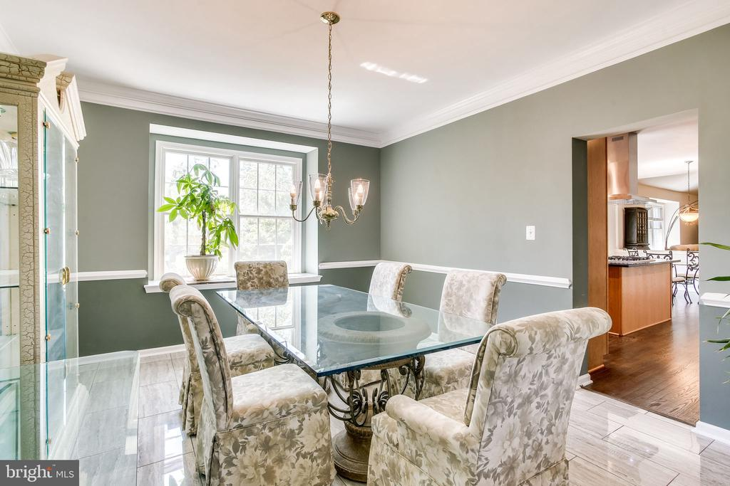 Access to the kitchen - 22766 OATLANDS GROVE PL, ASHBURN