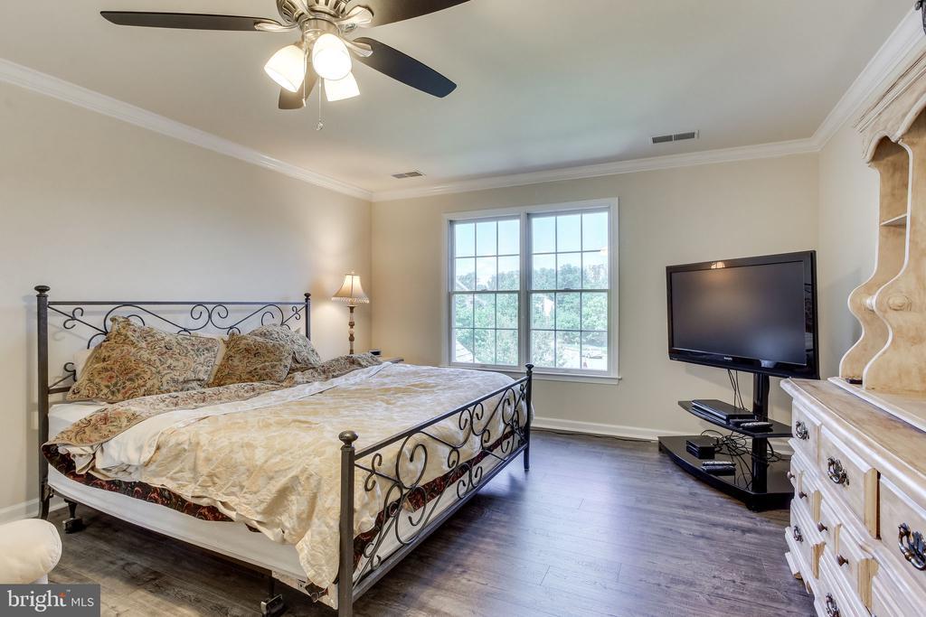 All bedrooms have new wide plank laminate floors - 22766 OATLANDS GROVE PL, ASHBURN
