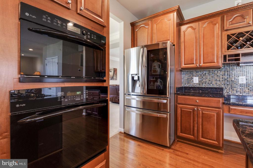 Built-in Microwave, Wall Oven & New Refrigerator - 21921 SILVERDALE DR, ASHBURN